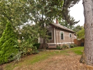 1912 Arts & Crafts bungalow with 2 bedrooms in 1,044 sq ft. | www.facebook.com/SmallHouseBliss
