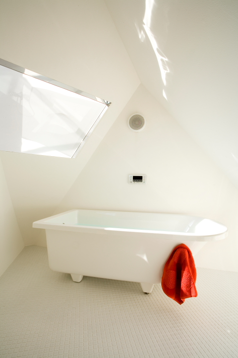 Reflection of Mineral, a small minimalist house by Atelier Tekuto | www.facebook.com/SmallHouseBliss