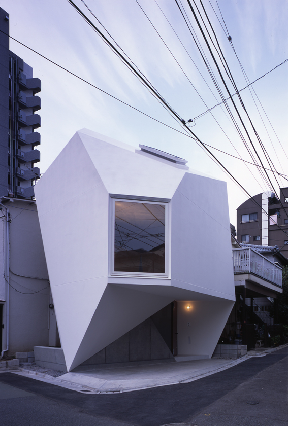 Reflection of Mineral, a small house by Atelier Tekuto