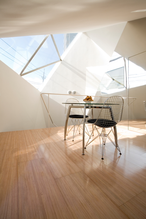 Reflection of Mineral, a small minimalist house by Atelier Tekuto   www.facebook.com/SmallHouseBliss