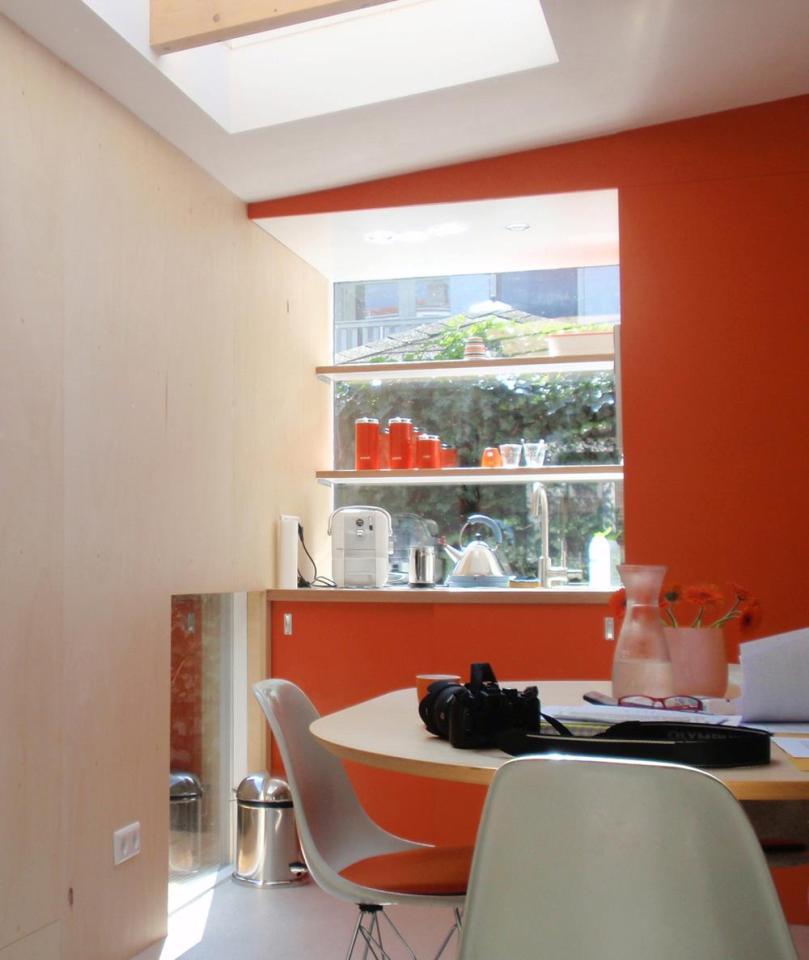 This modern garden retreat serves as a guest house and as a home office.   www.facebook.com/SmallHouseBliss