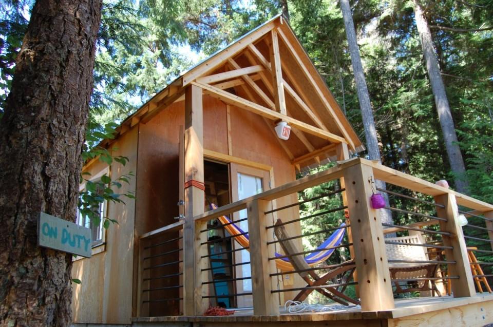 Tiny rustic cabin, exterior