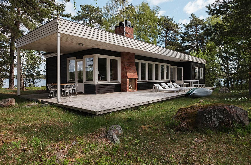 A Mid-Century Modern house in Sweden with 4 bedrooms in 1,130 sq ft. | | www.facebook.com/SmallHouseBliss
