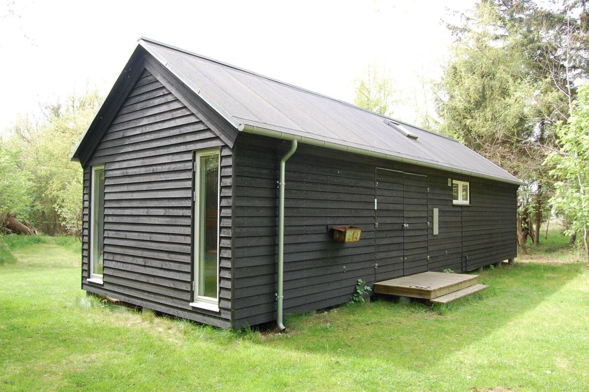 Black Møn Huset Længehuset 55, exterior with breezeway doors closed