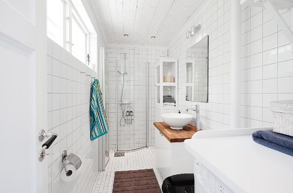 Bathroom Remodel Ideas Cottage 30 unique { small cottage bathrooms }| small neutral bathroom with
