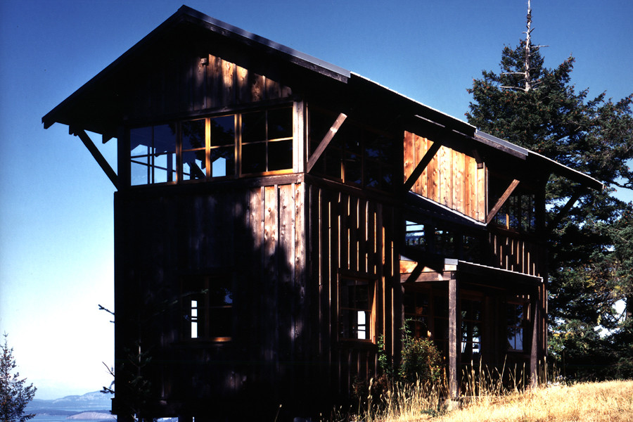 Reminiscent of forest fire lookout towers, this 672 sq ft cabin has two separate sleeping lofts.   www.facebook.com/SmallHouseBliss