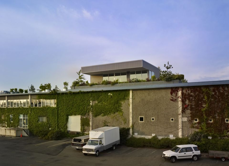 This small house perched on a warehouse roof was designed to blend into its industrial setting but has a warm and inviting interior with 1 bedroom in 800 sq ft.   www.facebook.com/SmallHouseBliss