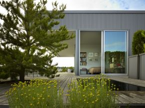 This small house perched on a warehouse roof was designed to blend into its industrial setting but has a warm and inviting interior with 1 bedroom in 800 sq ft. | www.facebook.com/SmallHouseBliss