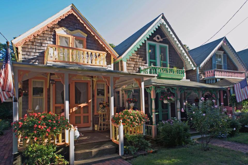 The wesleyan grove gingerbread cottages on martha s for Gingerbread houses martha s vineyard