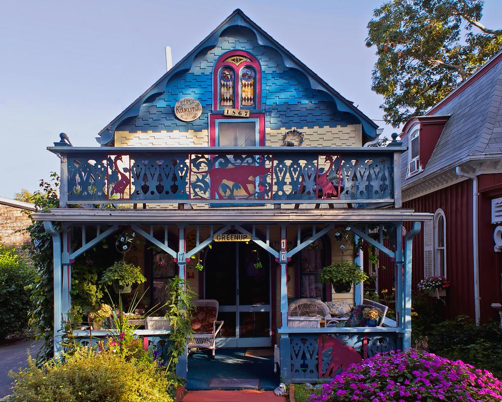 Gallery wesleyan grove gingerbread cottages small house for Gingerbread houses martha s vineyard