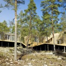 These modern vacation cottages in Sweden have 3 bedrooms in 904 sq ft. | www.facebook.com/SmallHouseBliss