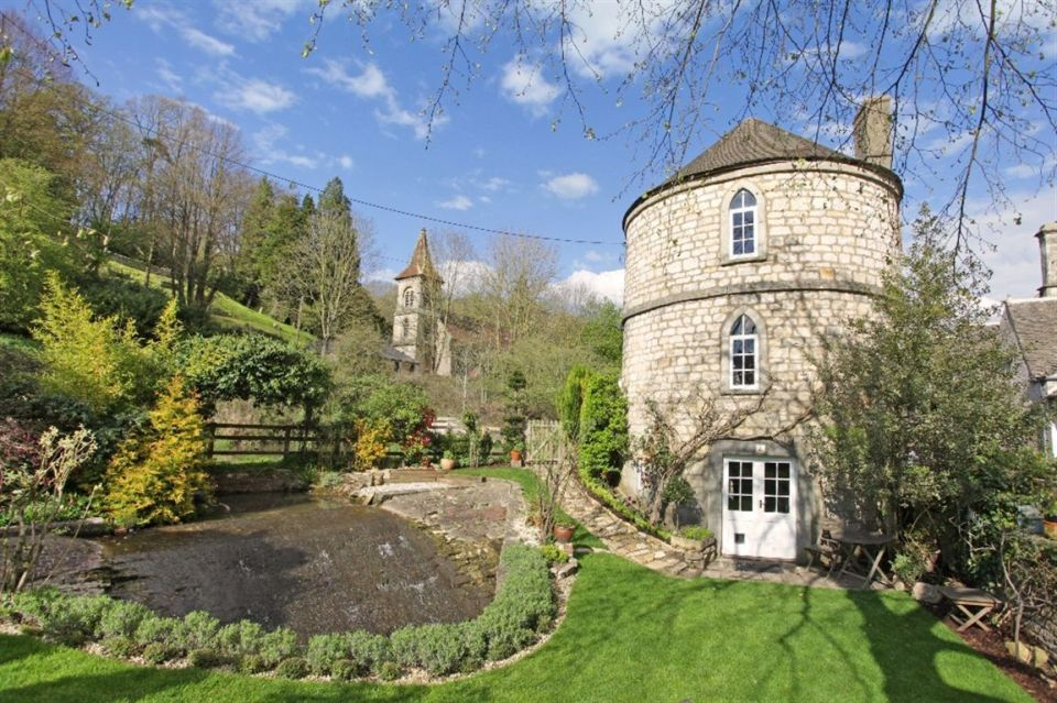 The chalford roundhouse a stone tower house small house for Homes with towers