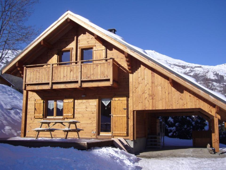 A Cozy Ski Chalet In The French Alps With 3 Bedrooms 846 Sq Ft