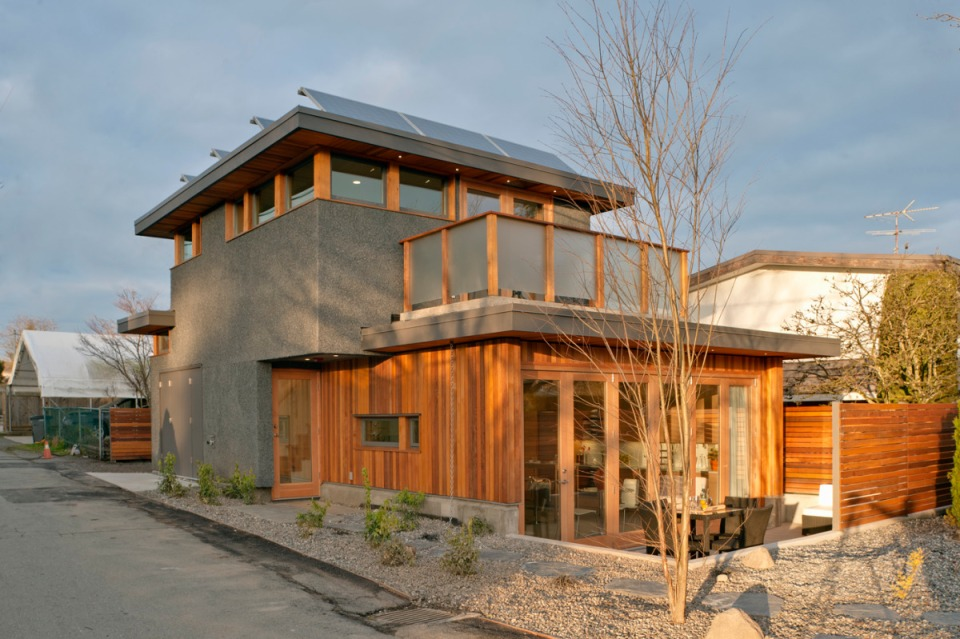 Net zero solar laneway house by lanefab design build for Energy efficient kit homes