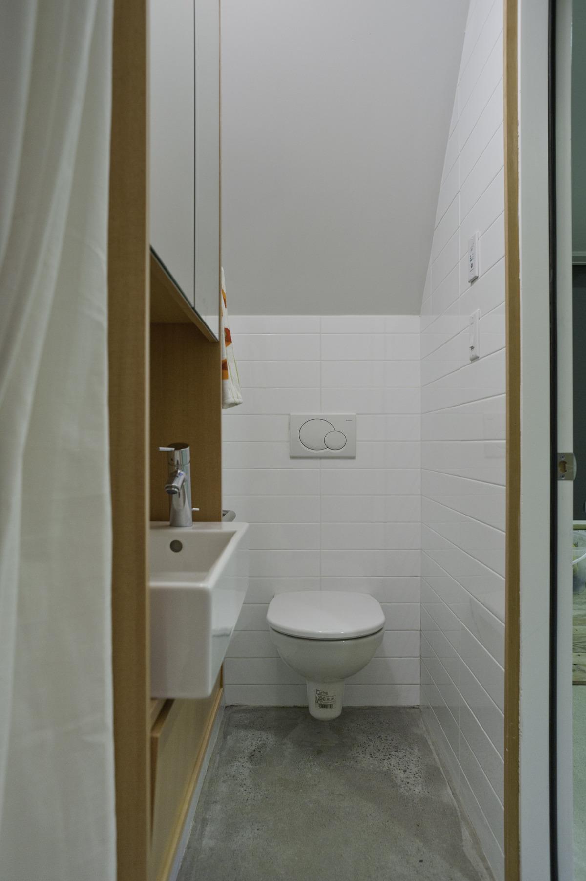 Gallery net zero solar laneway house by lanefab design for Garage bathroom decor