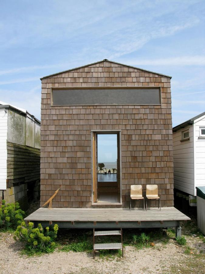 A designer s modern beach hut studiomama small house bliss for Small hut plans