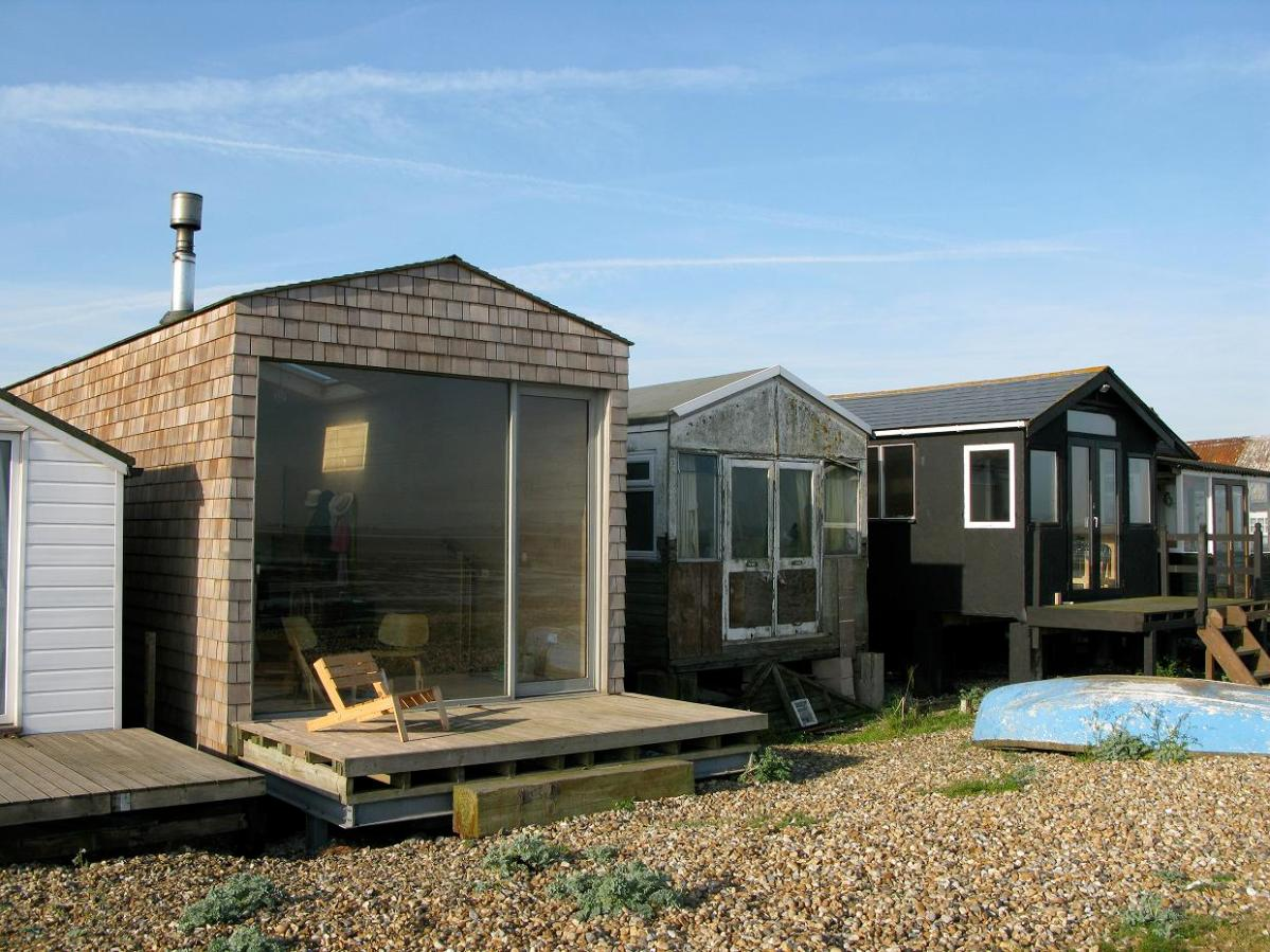 a designer's modern beach hut | studiomama | small house bliss