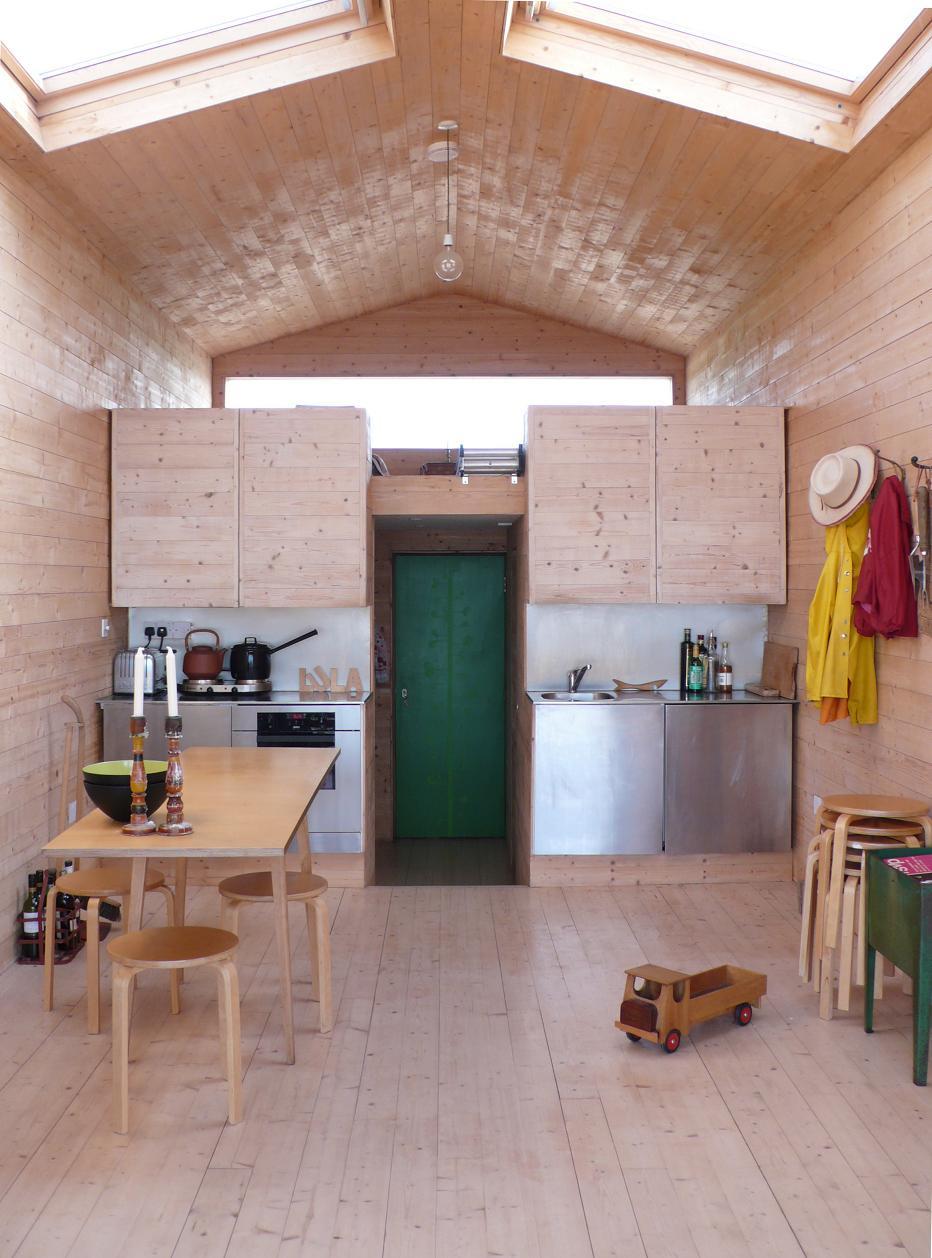 Gallery a designer s modern beach hut studiomama for Beach hut interiors
