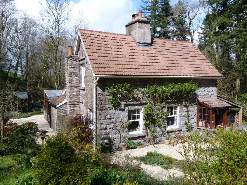 The romantic waterfall cottage in wales small house bliss for Small stone cottage