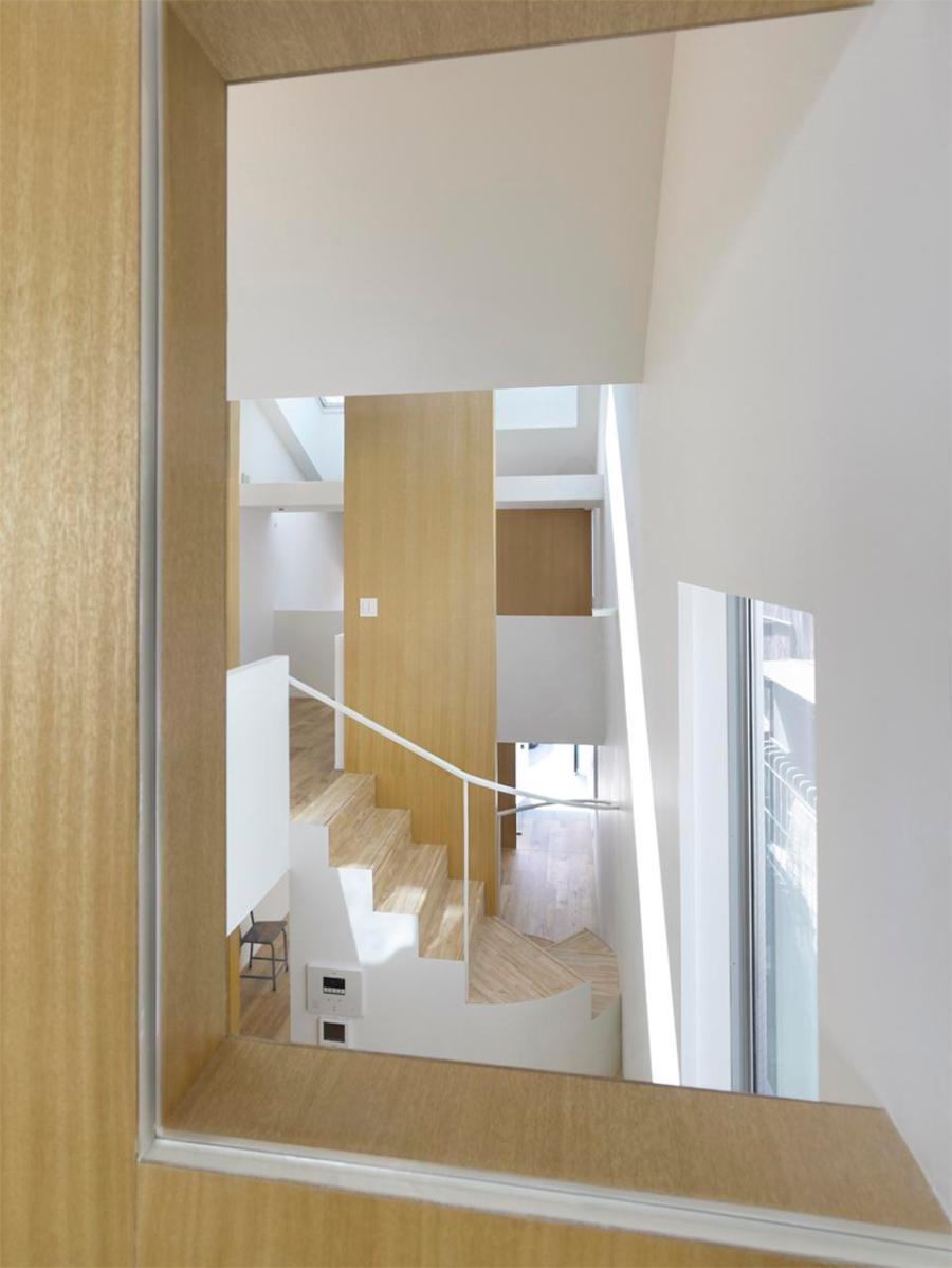 gate a small house with a dynamic interior by