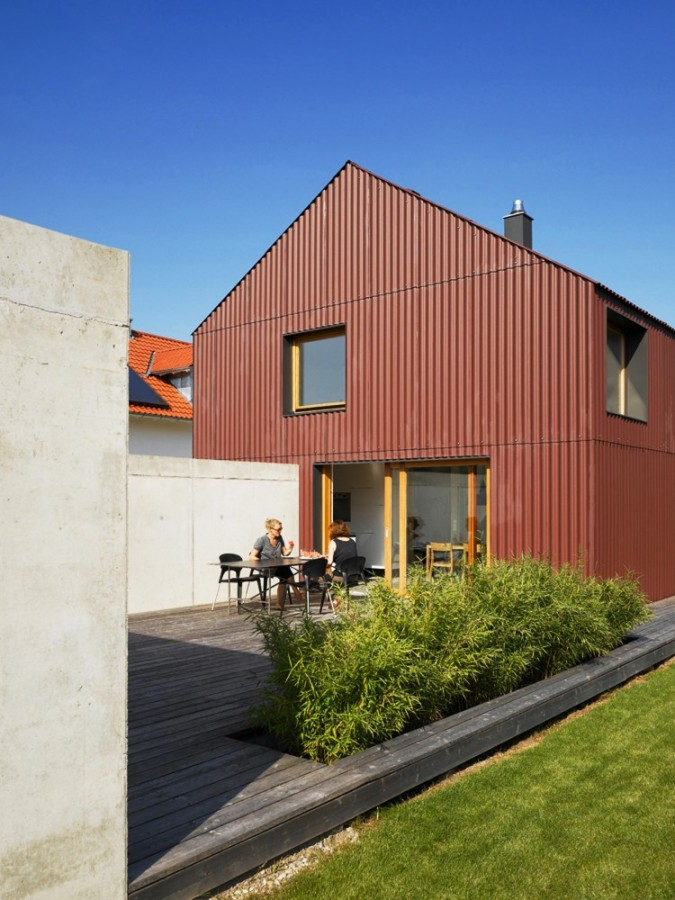 Haus Bru 1.25, a small barn-like house with 1 bedroom and a loft (which could be a 2nd bedroom) in 969 sq ft. | www.facebook.com/SmallHouseBliss