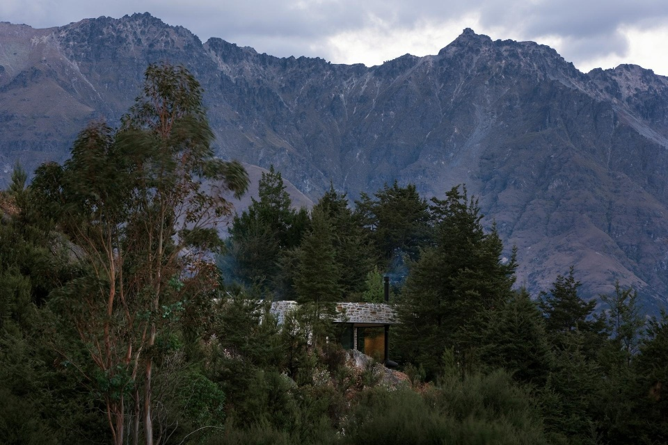 Mountain Retreat, an earth-sheltered modern cabin in New Zealand. It has a bedroom and a bunkroom in 1,076 sq ft. | www.facebook.com/SmallHouseBliss