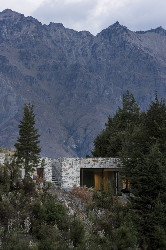 Mountain Retreat, a modern cabin by Fearon Hay