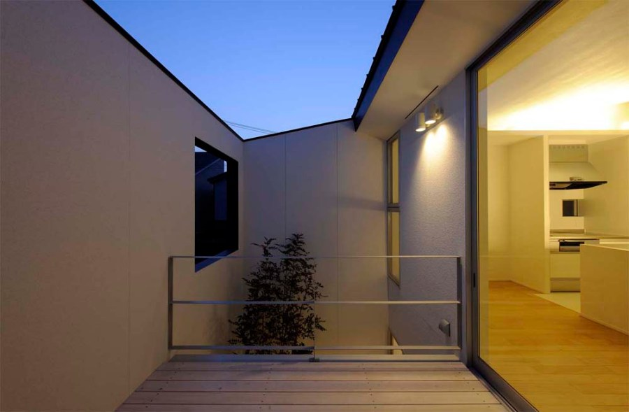 small house in Kashiba by Horibe Naoko Architect, balcony