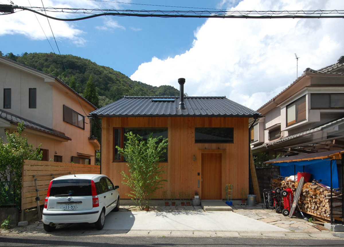 Gallery a small wooden house in a kyoto suburb kazuya for Small wooden house