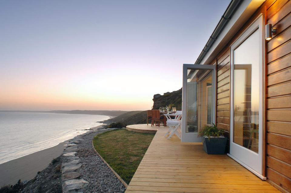 The Edge, a tiny one-bedroom beach cottage in Cornwall. | www.facebook.com/SmallHouseBliss