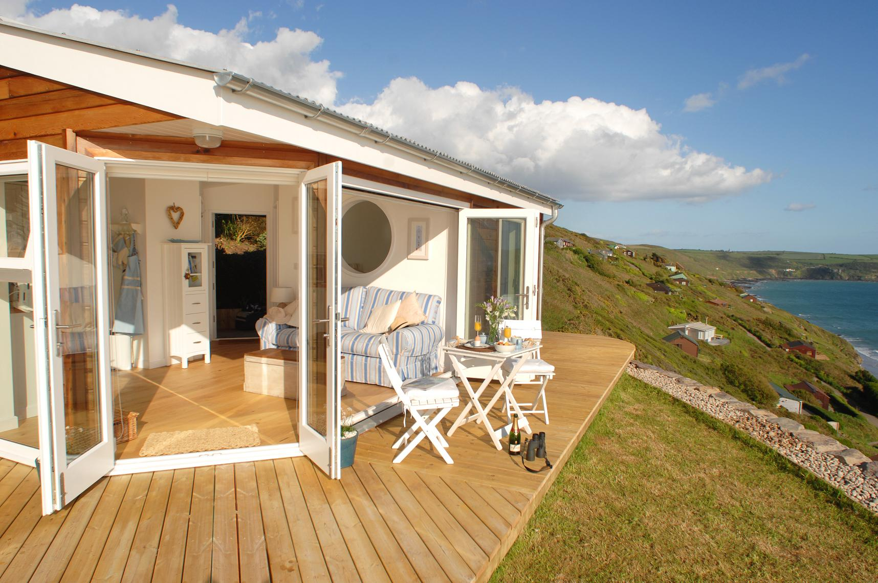 Gallery the edge an idyllic beach cottage in cornwall for Small beach cottage