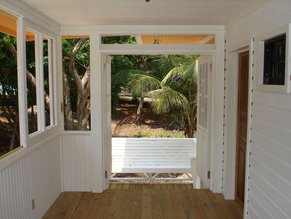 This small Caribbean beach house has one bedroom in 442 sq ft.   www.facebook.com/SmallHouseBliss