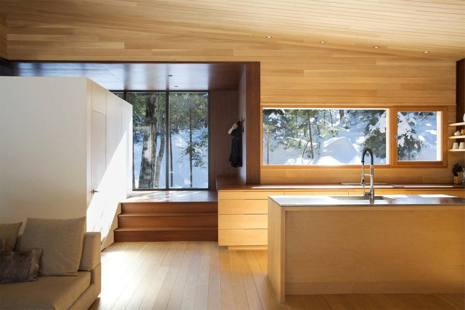La Luge, a modern ski cabin in Quebec. | www.facebook.com/SmallHouseBliss