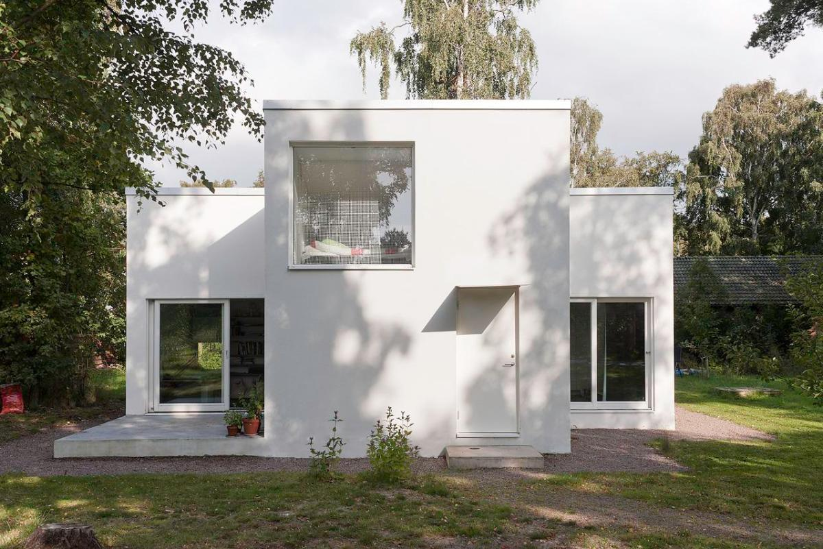 A pared down palladian villa in sweden by dinelljohansson for Palladian house plans