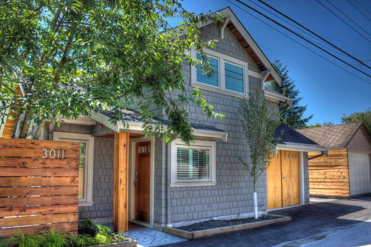 Design For Small House: A Craftsman-style Laneway House