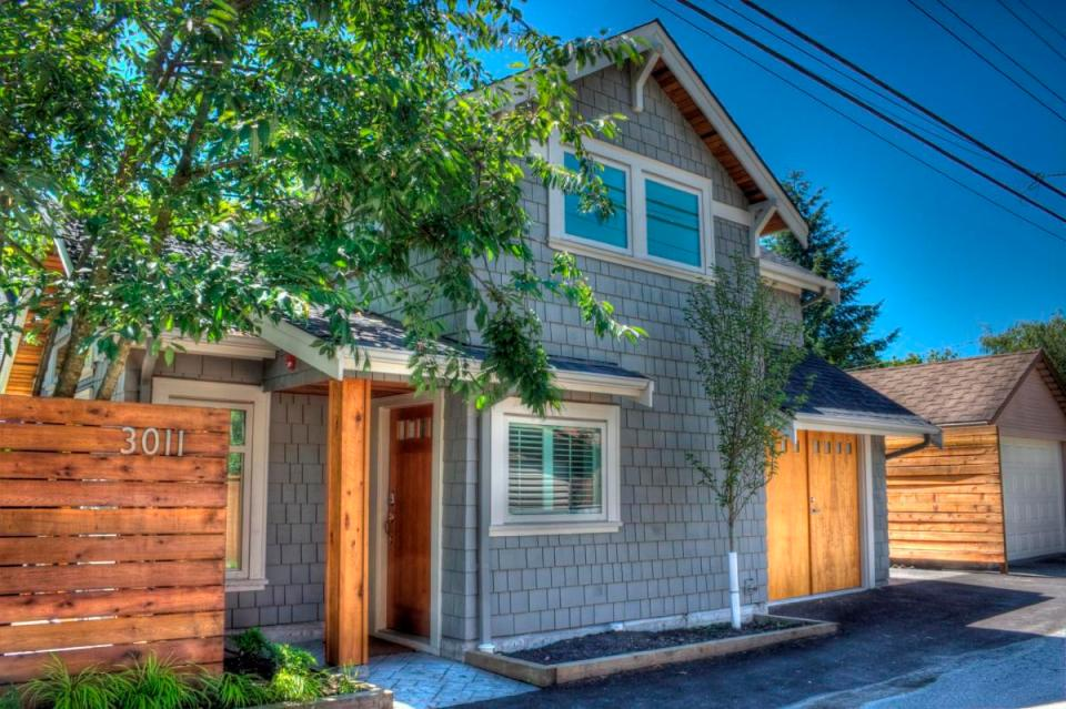 Craftsman-style laneway house in Vancouver by Lanefab