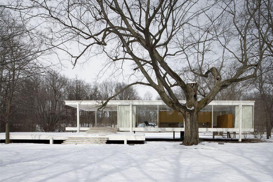 The Farnsworth House by Ludwig Mies van der Rohe   www.facebook.com/SmallHouseBliss