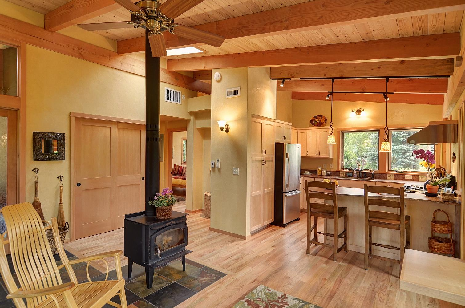 River Road House, A Beautiful And Sustainable Timber Frame Home With Two  Bedrooms In 800