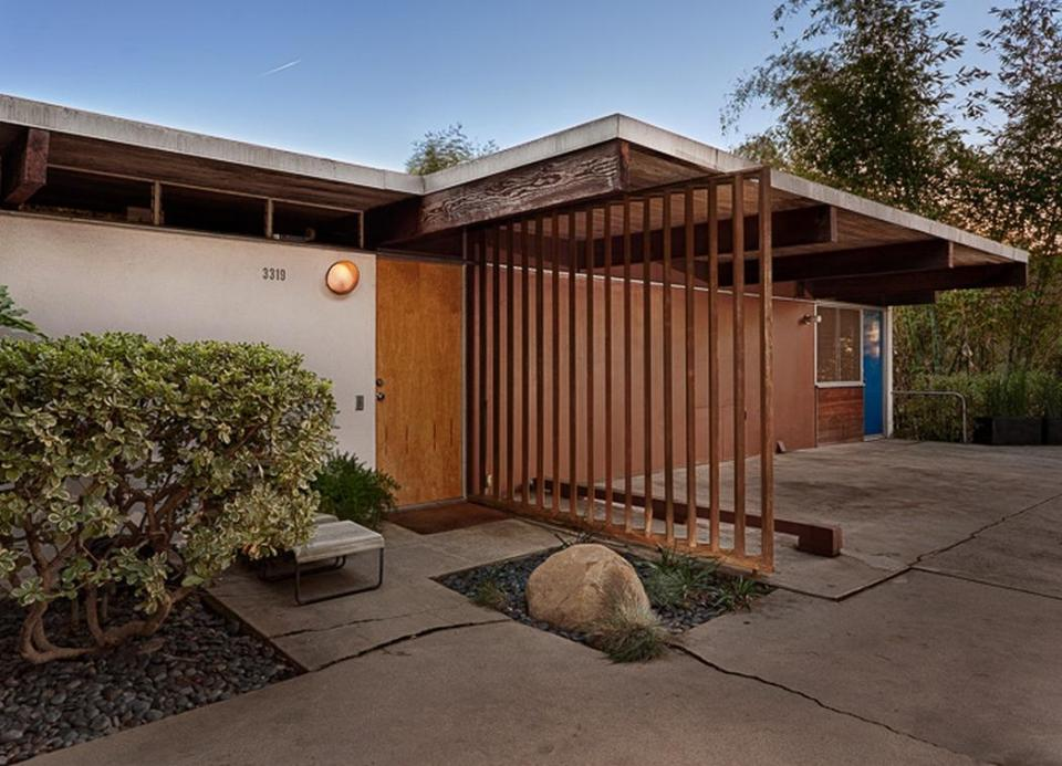 Gallery A Small Mid Century Modern House In Hollywood