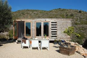 A small prefab house in Spain by Daniel Martí i Pérez, Jurgen Van Weereld and Karin Giesberts