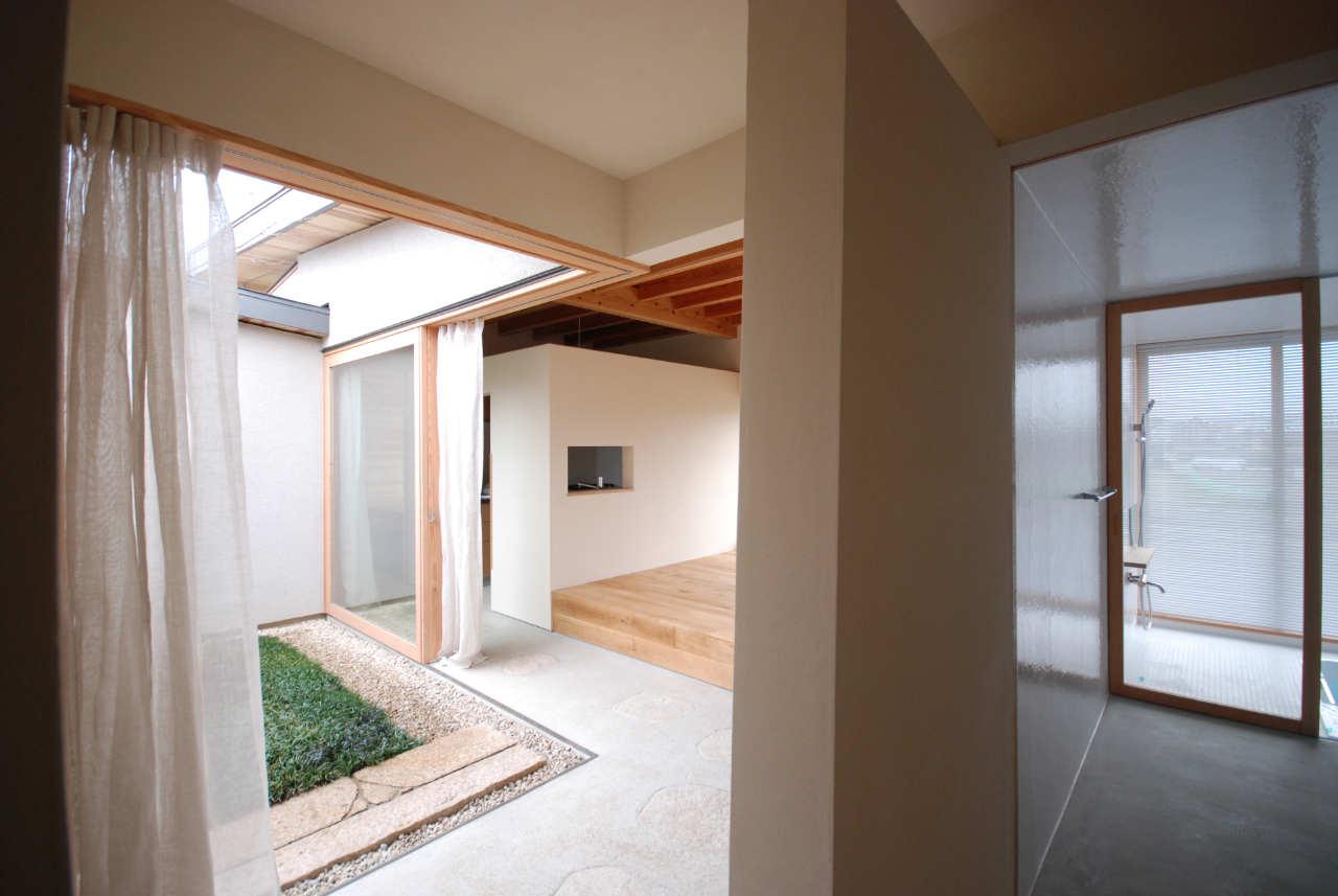 A modern Japanese courtyard house Mitsutomo Matsunami Small