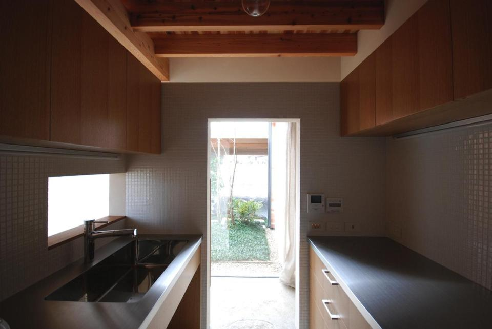 This modern version of the traditional Japanese courtyard house has two bedrooms in 534 sq ft.   www.facebook.com/SmallHouseBliss