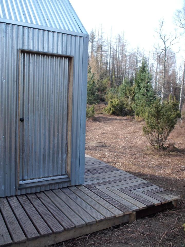 The Inshriach Bothy, a tiny artist residency studio off the grid in the Scottish Highlands.   www.facebook.com/SmallHouseBliss
