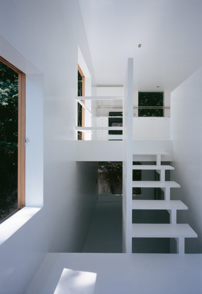 House On a Mountainside, a small house by Keiichi Hayashi