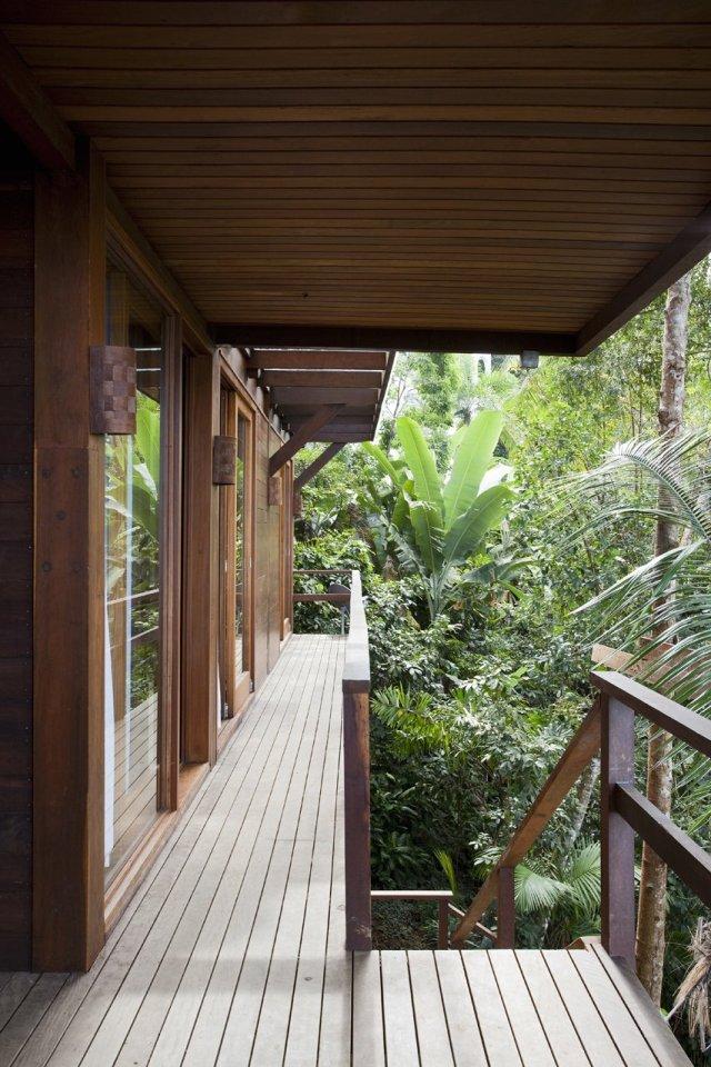 Casa da Praia do Félix, a small tropical beach house in Brazil.   www.facebook.com/SmallHouseBliss