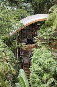 Casa da Praia do Félix, a small tropical beach house in Brazil. | www.facebook.com/SmallHouseBliss