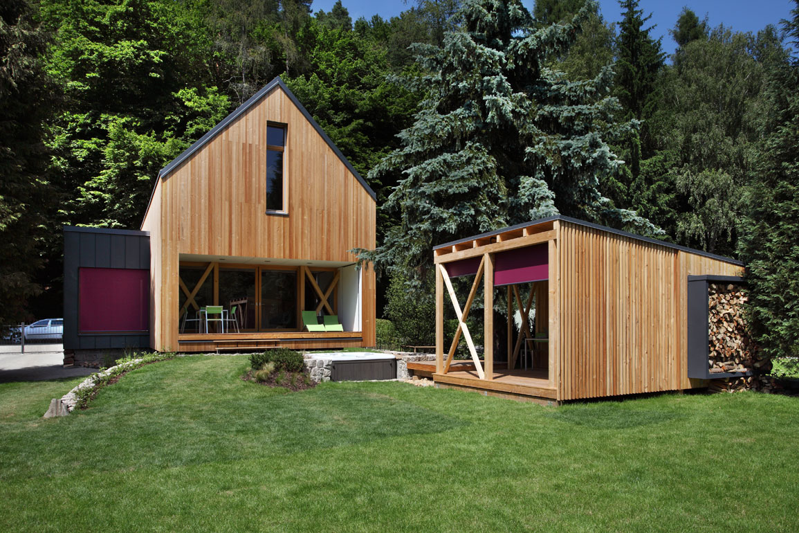 A contemporary wooden cottage by prodesi small house bliss for Modern wood house
