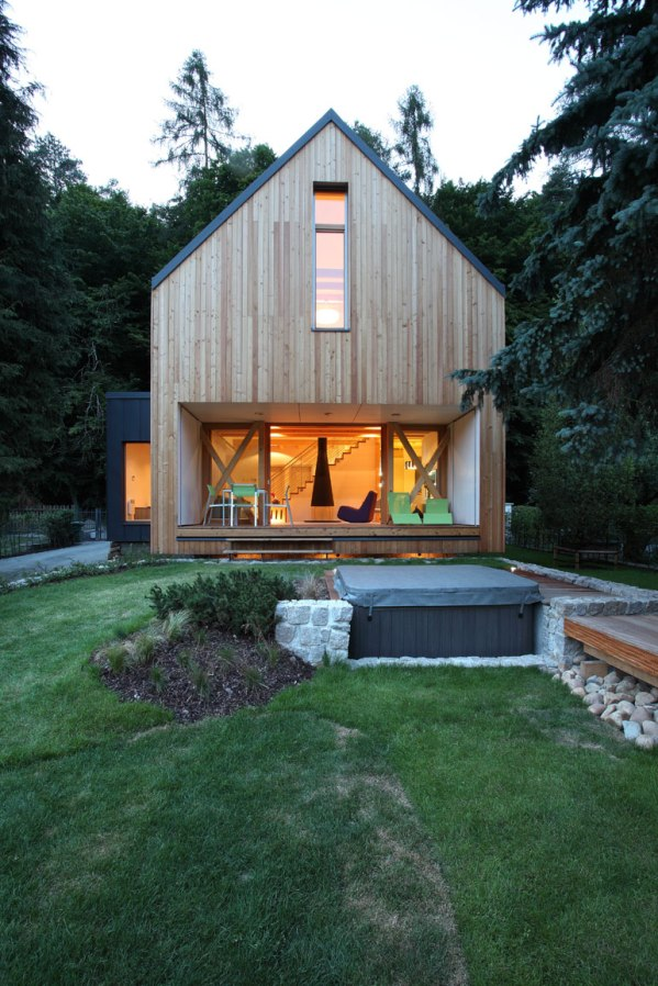 A contemporary wooden cottage by prodesi small house bliss for Wochenendhaus modern