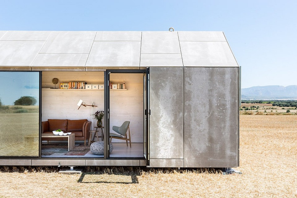 The ÁPH80 Transportable House by ÁBATON