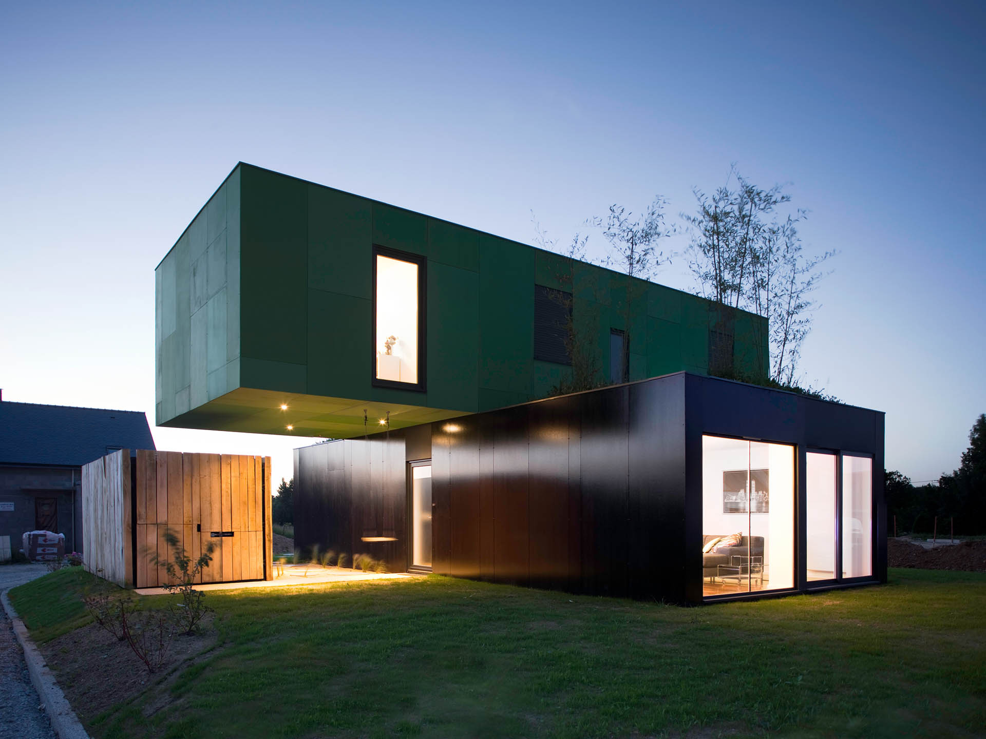 1920 1440 in crossbox a cantilevered modular house - Modular House